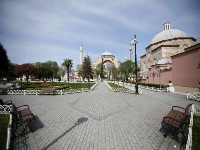 Sokağa çıkma kısıtlaması ikinci gününde Sultanahmet Meydanı