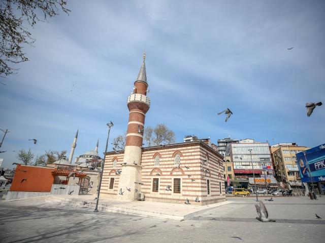 Sokağa çıkma kısıtlaması ikinci gününde Üsküdar Meydanı