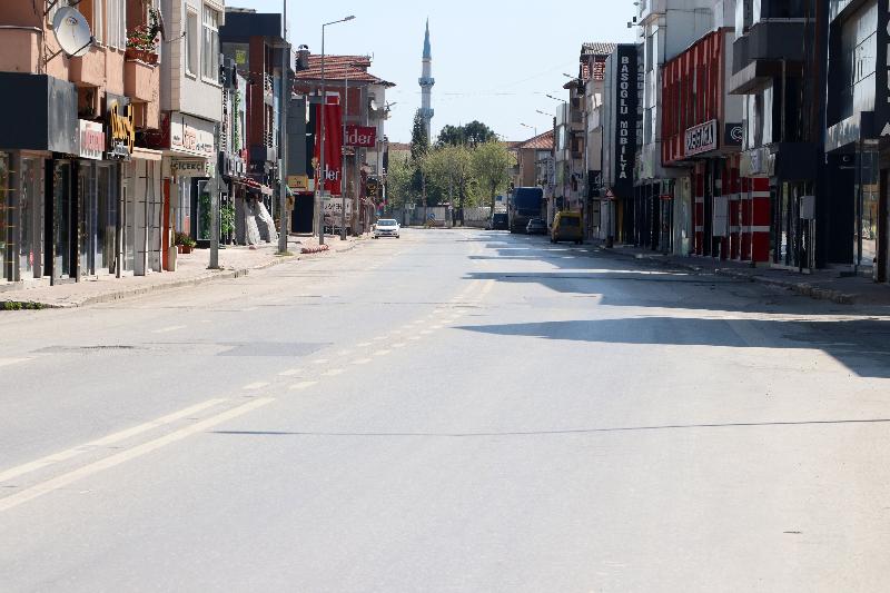 Sakarya'da sokağa çıkma kısıtlamasının ikinci gününde cadde ve sokaklar boş kaldı