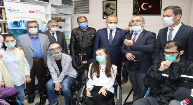 Yalova'da engelliler için gözle bilgisayar kullanma kursu açıldı