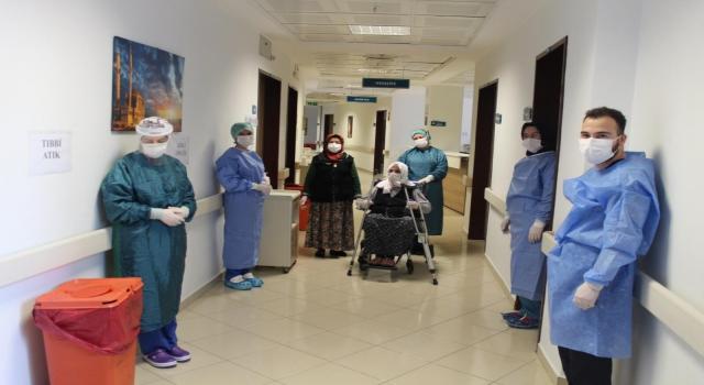 Sakarya'da yaşayan 110 yaşındaki Hamide nine Kovid19'u yendi