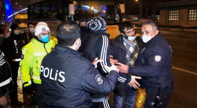 Bursa'da uyuşturucu ele geçirilen otomobildeki 4 kişi gözaltına alındı
