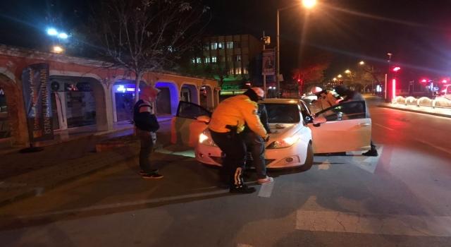 Edirne'de sokağa çıkma kısıtlaması denetiminde bir otomobilde uyuşturucu bulundu