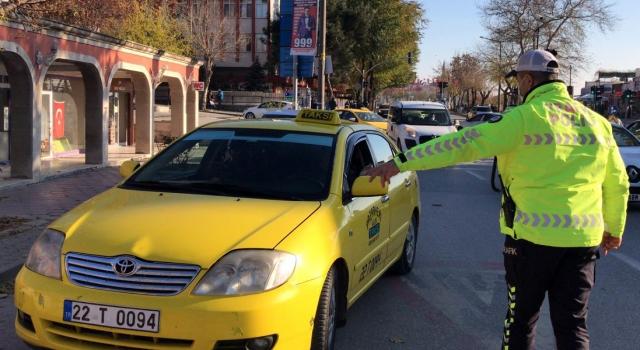 """Edirne'de minibüs sürücülerine """"65 yaş üstü ve 20 yaş altı"""" uyarısı"""