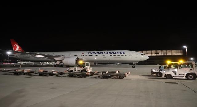 Çin'den sipariş edilen Kovid19 aşılarının ikinci partisini taşıyan uçak Türkiye'ye geldi