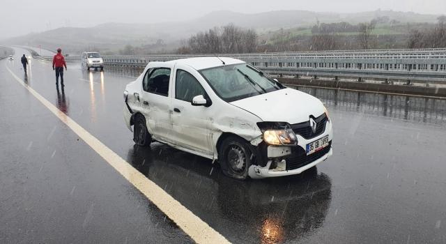 Balıkesir'de bariyere çarpan otomobildeki 5 kişi yaralandı