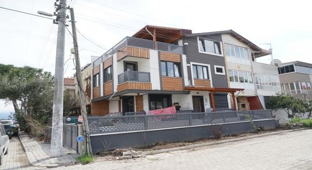 Balıkesir'de eşi tarafından satırla yaralandığı iddia edilen kadın hastaneye kaldırıldı