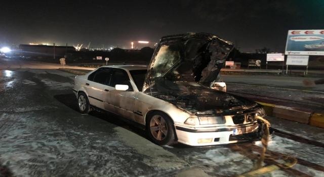 Altınova'da seyir halindeki otomobil yandı