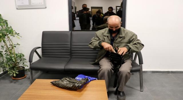 Yalova'da minibüste unutulan 111 bin lirayı iki gün sonra polis buldu