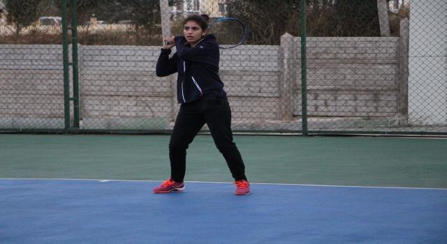 """Bandırma'da """"Yaşasın Cumhuriyet Tenis Turnuvası"""" düzenlendi"""