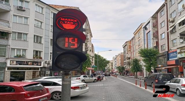 """Trafik ışığıyla """"Maske tak"""" çağrısı"""