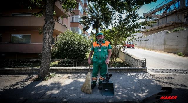Bulduğu 110 bin lirayı polise teslim eden temizlik işçisine belediyeden hediye