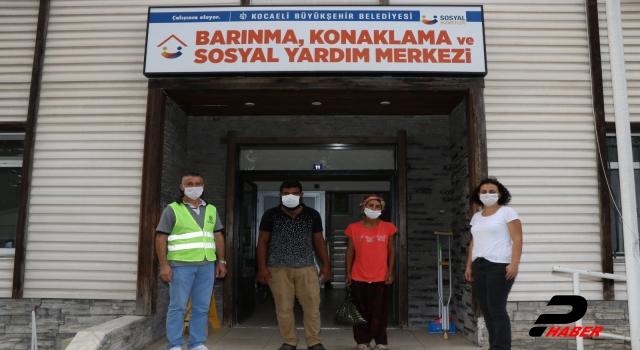 Kocaeli'de kirayı ödeyemedikleri için evden çıkarılan aile barınma merkezine yerleştirildi
