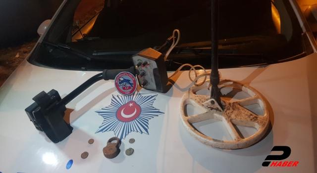 Bursa'da otomobilde tarihi sikkeler ele geçirildi