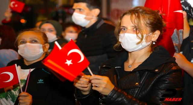 Sakarya'da Cumhuriyet Bayramı dolayısıyla fener alayı düzenlendi