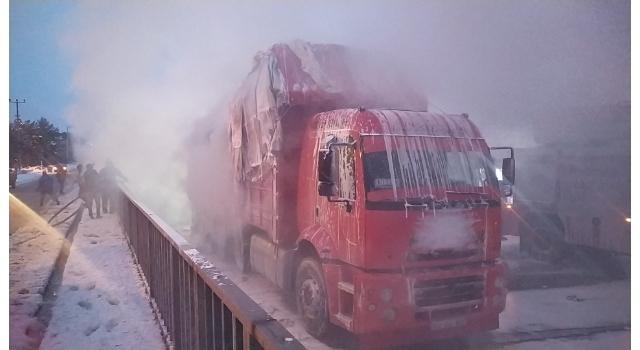 Sakarya'da pamuk yüklü kamyonda çıkan yangın söndürüldü