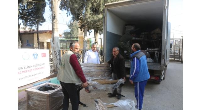 İHH'nın girişimiyle Bursa Büyükşehir Belediyesince hazırlanan 20 bank Suriye'deki yetimhaneye ulaştırıldı