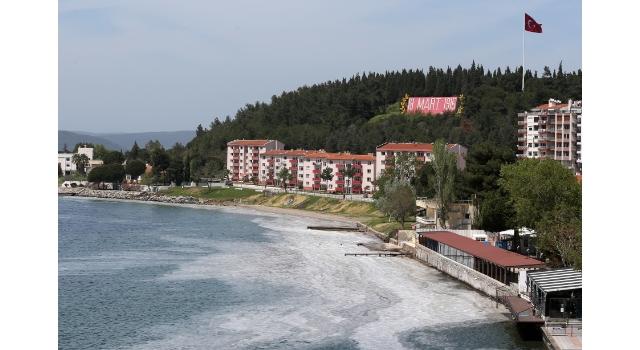 """Çanakkale Boğazı'nda da görülen """"deniz salyası"""" Marmara Denizi'nde balıkçılığı tehdit ediyor"""