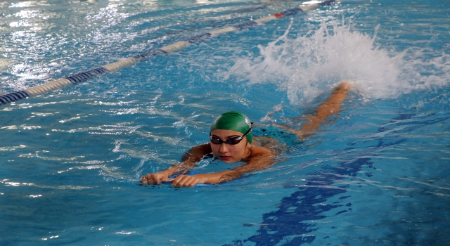 """""""İştahı açılsın"""" diye yüzmeye yönlendirilen Miray Nur başarılarıyla örnek oluyor"""