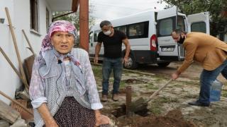 85 yaşındaki Hatice ninenin Türk bayrağı sevgisi