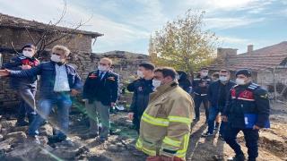 Balıkesir'deki yangının enkaz kaldırma çalışmasında yaşlı kadının cansız bedenine ulaşıldı