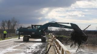 Edirne'de taşkın nedeniyle bazı köy yolları ile tarım arazileri su altında kaldı