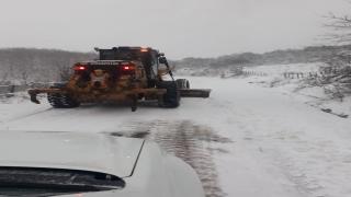 Balıkesir'de kar nedeniyle kapanan mahalle yolları açıldı