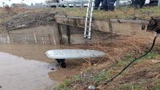 Su dolu tünelde traktörüyle mahsur kalan bir kişi itfaiye ekiplerince kurtarıldı