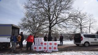 Bilecik Belediyesi, Elmabahçe köyü sakinlerine gıda malzemesi ve maske yardımında bulundu