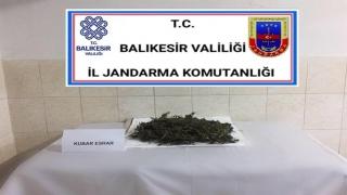 Burhaniye'de jandarma ekiplerince 1 kilo 275 gram esrar ele geçirildi