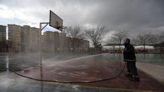 Kartal Belediyesi yüz yüze eğitimin başlayacağı okullarda dezenfekte çalışması başlattı