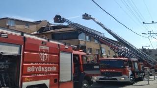 Kocaeli'de teras katında çıkan yangın söndürüldü