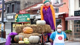 Edirne'de vatandaşlar festivale kabak tatlısı ikramıyla davet edildi