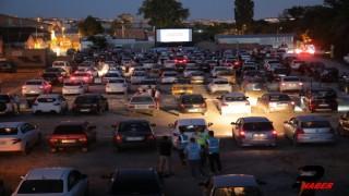 """Edirne'de """"Arabalı Sinema Gecesi"""" ile sinema keyfi arabalara taşındı"""