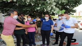 Gelibolu Belediyesi öğrencilere su ve maske, velilere de çay ikram etti