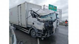 Çerkezköy'de hafriyat kamyonu ile yük kamyonu çarpıştı