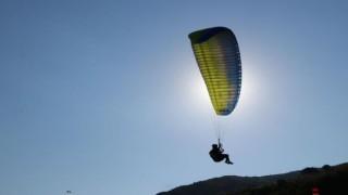 Uçmakdere normalleşme sürecinde paraşütlerle şenlendi