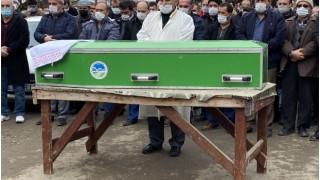 Sakarya'da kamyonun üzerine devrildiği otomobilde ölen genç defnedildi