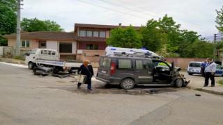 Hendek'te iki kamyonet çarpıştı: 1 yaralı